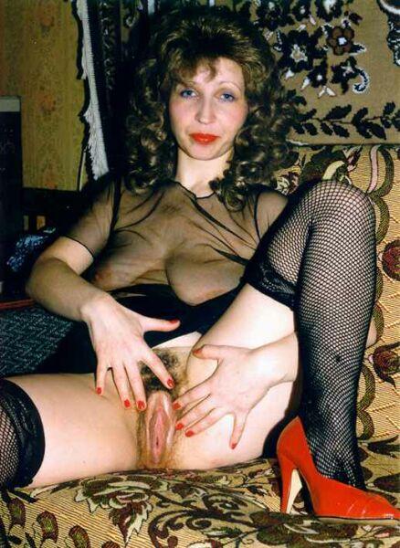фото женщины в одежде показывают пизды